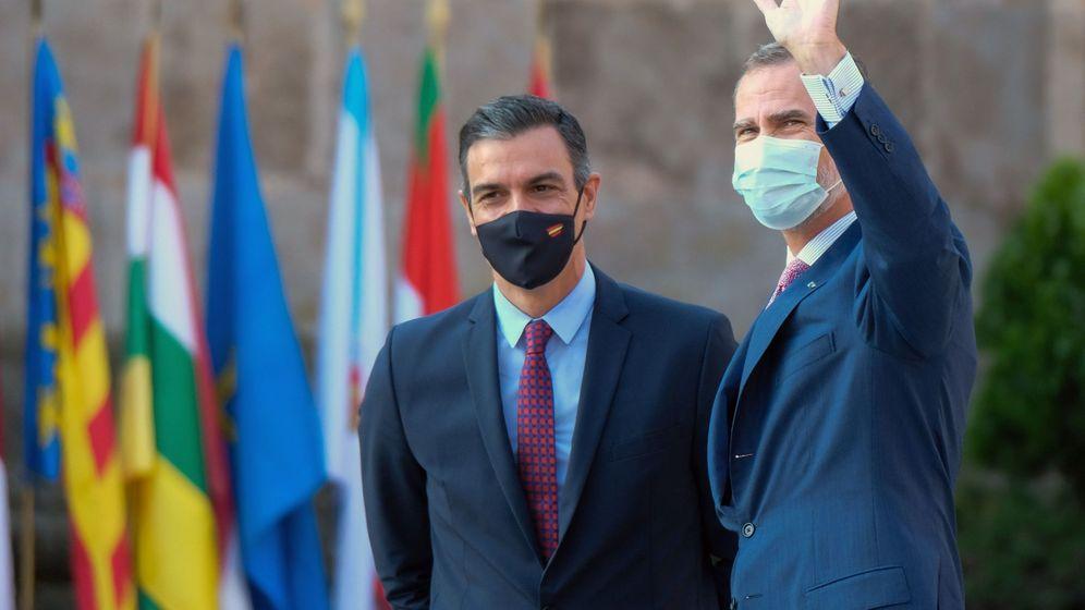 Foto: El rey Felipe VI (d) y el presidente del Gobierno, Pedro Sánchez (i), a su llegada a la XXI Conferencia de Presidentes, el pasado mes de julio. (EFE)