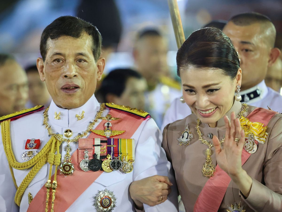 Foto: Rama X, con la reina Suthida. (Reuters)