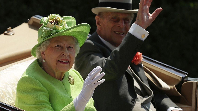 La reina Isabel II de Inglaterra y el príncipe Felipe, duque de Edimburgo, en una imagen de archivo. (EFE)