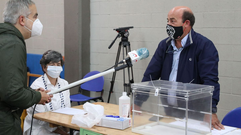 Iñigo Urkullu, después de votar en un colegio de Durango (EFE)