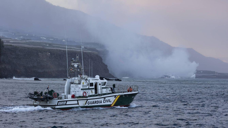 Foto: La lava del volcán llega al mar. (Alejandro Martínez Vélez)