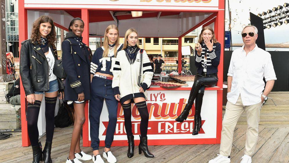 Foto: Tommy Hilfiger, sus modelos y el estilo de vida americano (Getty).