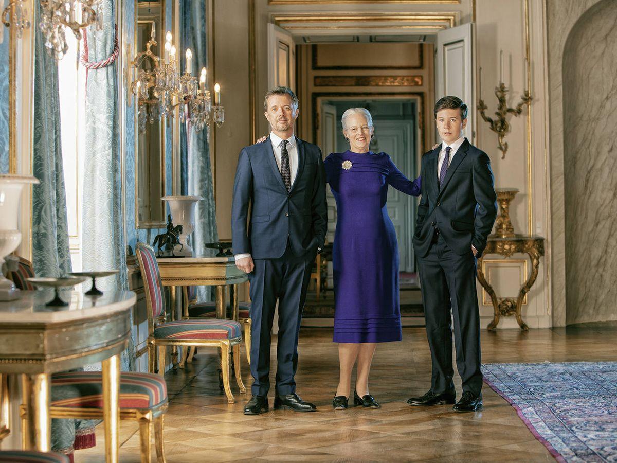 Foto: La reina Margarita, junto a los príncipes Federico y Chistian. (Per Morten Abrahamsen / Casa Real de Dinamarca)