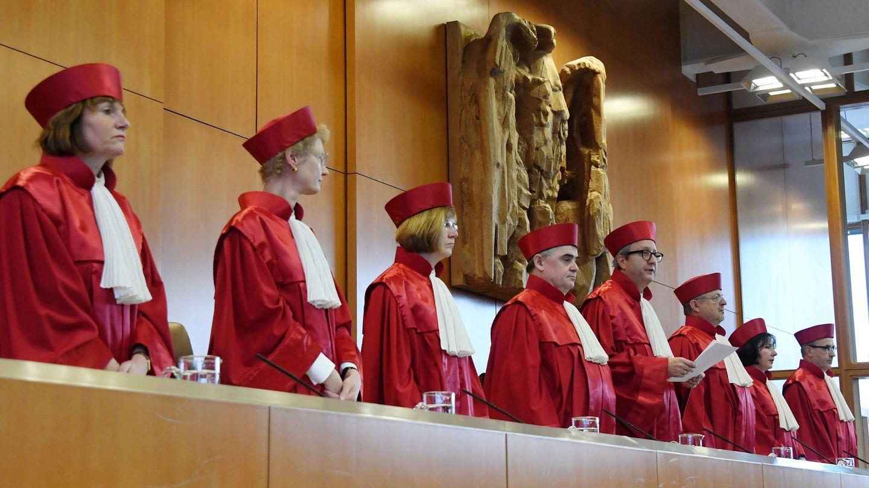Miembros del Tribunal Constitucional de Alemania, en Karlsruhe. (EFE)