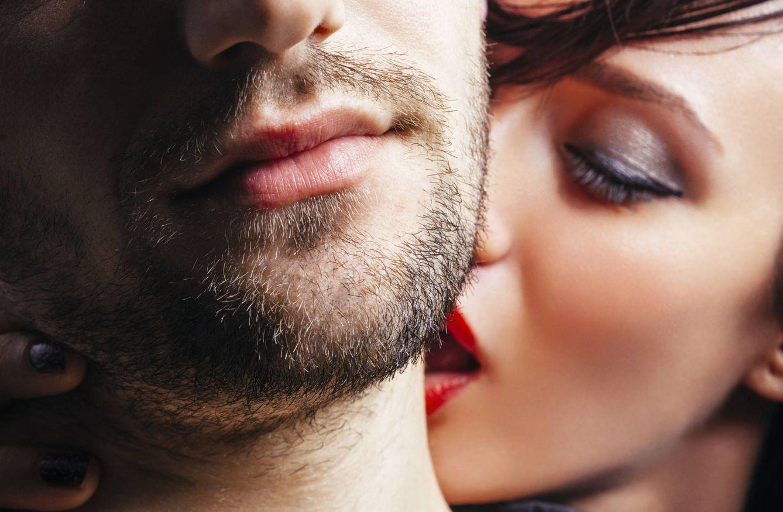 Foto: Cuidado con morder el cuello de tu pareja, pues puedes matarla. (iStock)