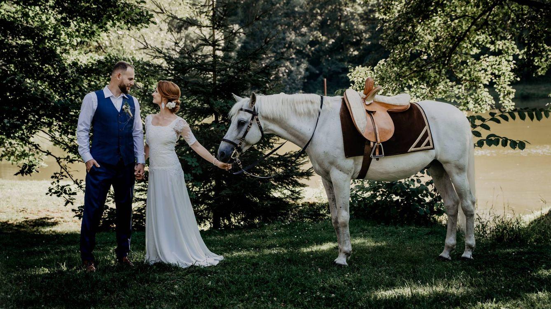 En coche, en bici, a caballo... 4 originales formas de llegar a tu boda