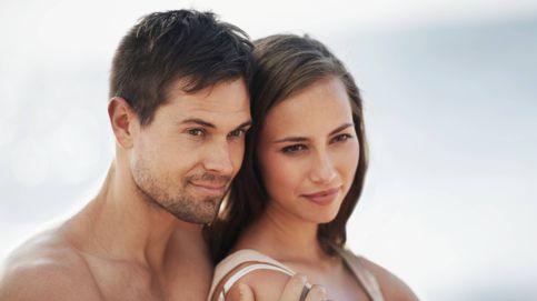 4 signos de que tu pareja te engaña si se porta demasiado bien