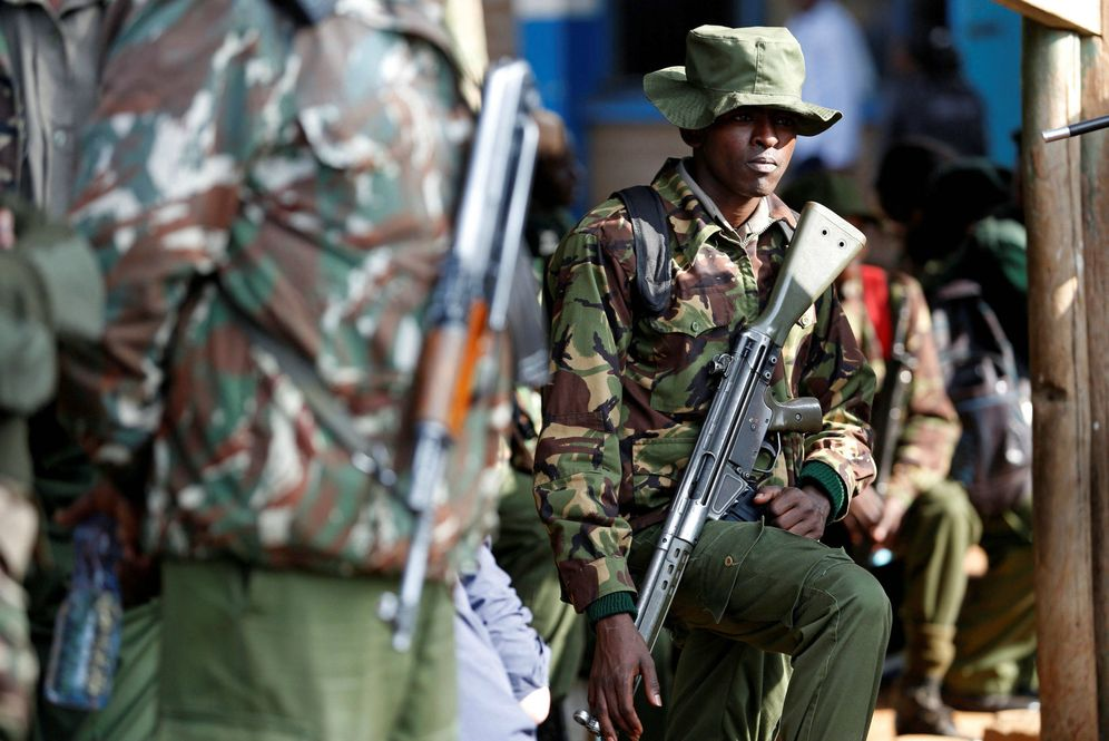 Foto: Soldados kenianos esperan ser desplegados por centros electorales de Nairobi, el 7 de agosto de 2017. (Reuters)