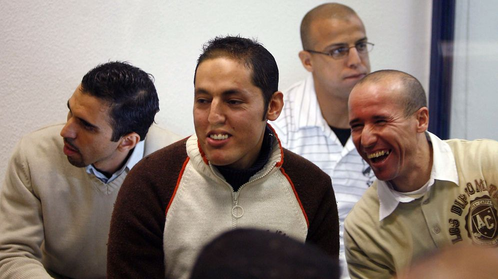 Foto: Jamal Zougam, Rachid Aglif, Rafa Zouhier y Abdelilah El Fadual, durante el juicio del 11-M. (EFE)