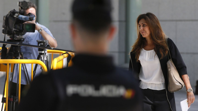 Marta Pineda, esposa de Rosell, antes de declarar el año pasado en la Audiencia Nacional. (EFE)