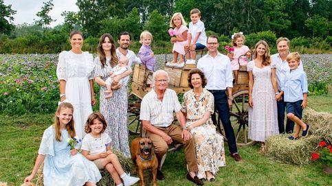 Campestre y multitudinario: la familia real de Suecia se reencuentra para su posado de verano