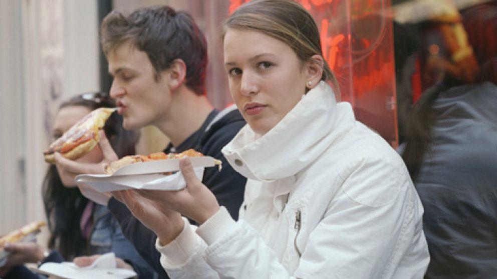Un pintor español dona 76.000 euros en pizza gratis a familias necesitadas