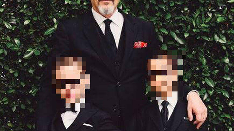 Miguel Bosé, con sus hijos, en una foto de sus redes sociales. (Instagram)