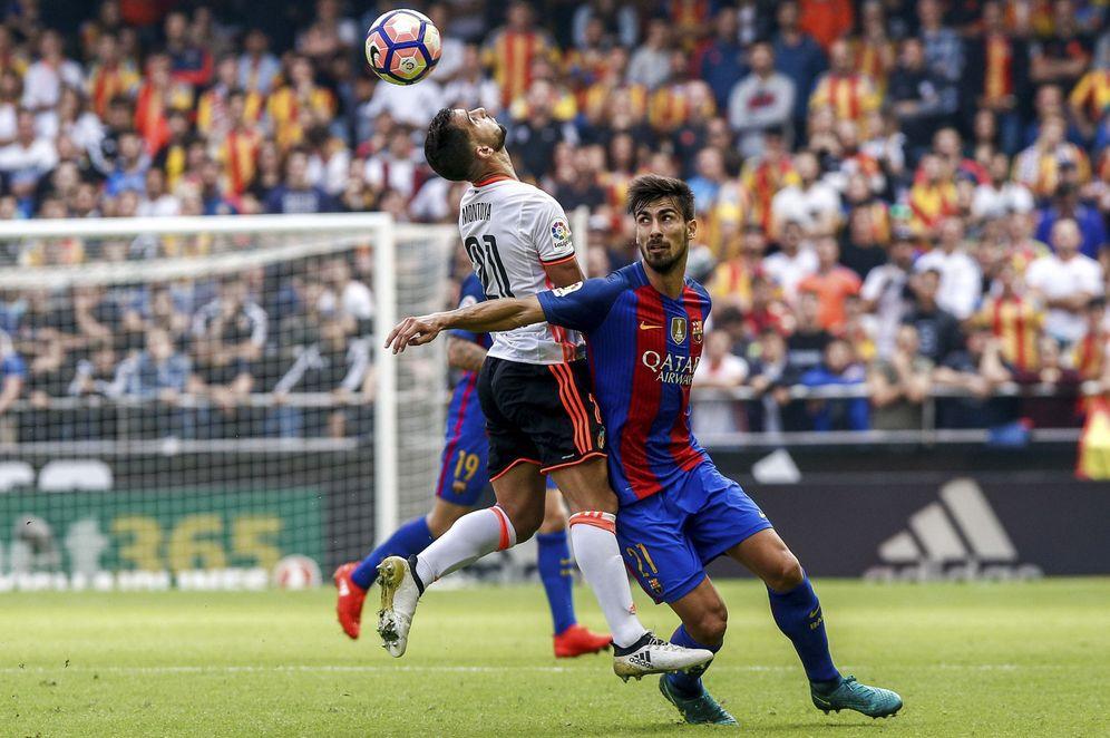 Foto: Imagen del Valencia-Barcelona de la pasada temporada. (EFE)
