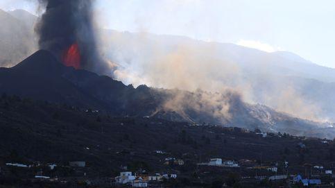 Se rompe el cono del volcán de La Palma y una colada de lava circula hacia el mar