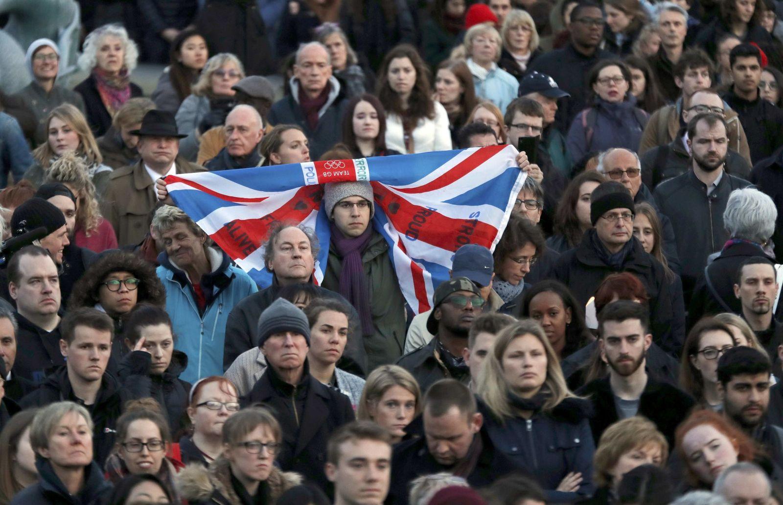 Foto: Miles de personas se concentran en Trafalgar Square para homenajear a las víctimas