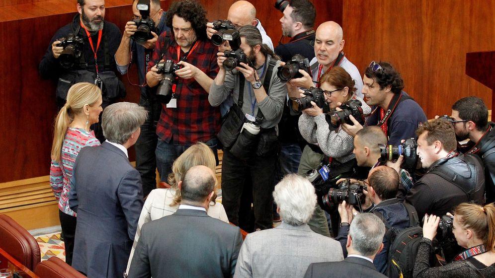 Foto: La presidenta madrileña, Cristina Cifuentes, al final del pleno extraordinario de la Asamblea de Madrid. (EFE)