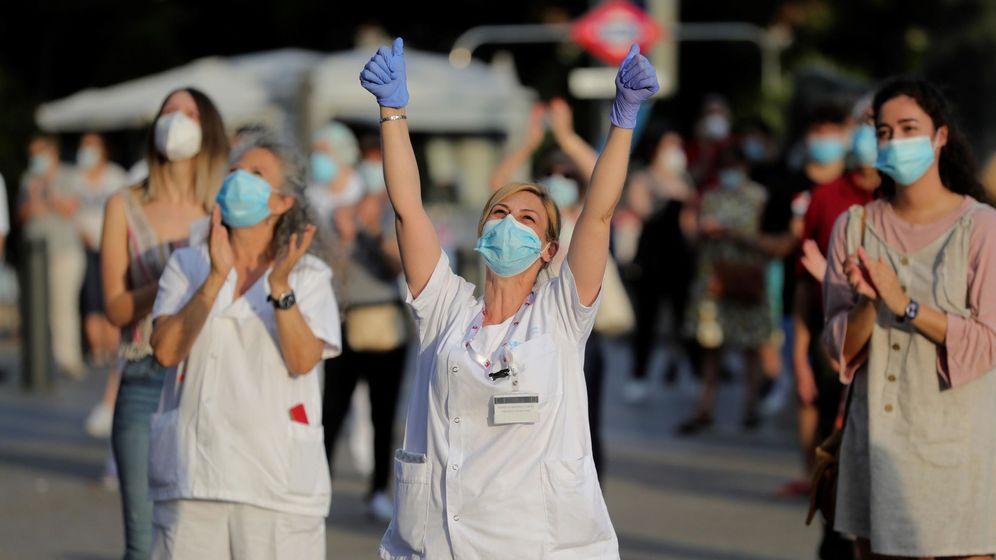 Foto: iembros del personal sanitario en el hospital La Paz en Madrid. (EFE)