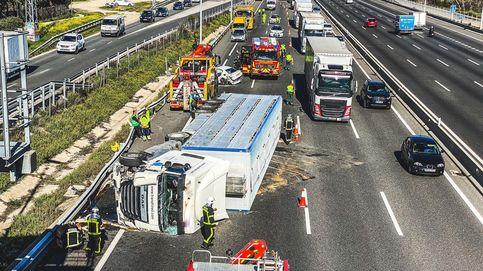 Un camión lleno de cerdos choca contra un guardarraíl y deja cinco heridos en Madrid