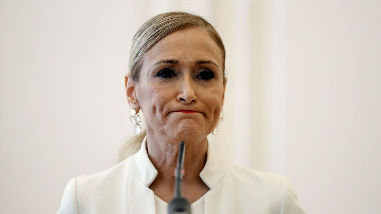 Cristina Cifuentes durante el anuncio de su dimisión como presidenta de la Comunidad de Madrid. (EFE)