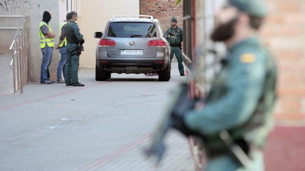 Foto: La Guardia Civil detiene a un hombre por los atentados de Barcelona. (EFE)