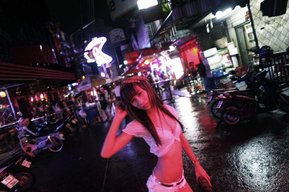 Foto: Una prostituta tailandesa en el Callejón Cowboy de Bangkok, en mayo de 2010 (Reuters)