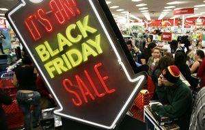 Un viernes negro: aumenta la asistencia al 'Black Friday', mientras disminuye el gasto