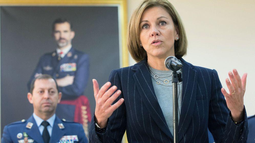 Foto: La ministra de Defensa, María Dolores de Cospedal, visita la base aérea de Zaragoza. (EFE)