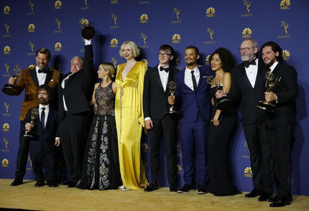Foto: El reparto de 'Juego de Tronos' posa con sus Emmy. (Reuters)