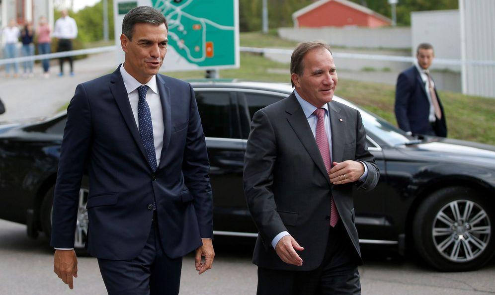 Foto: Pedro Sánchez y el primer ministro sueco, Stefan Löfven, antes de su encuentro este 5 de septiembre en Enköping. (EFE)
