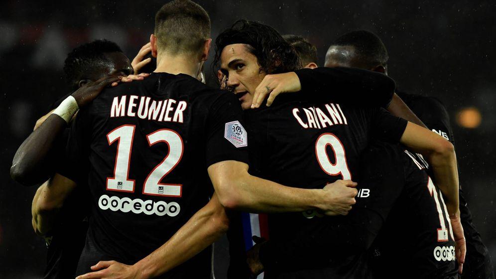 Foto: Cavani celebra un gol con el PSG, equipo en el que se ha quedado hasta final de temporada. (EFE)