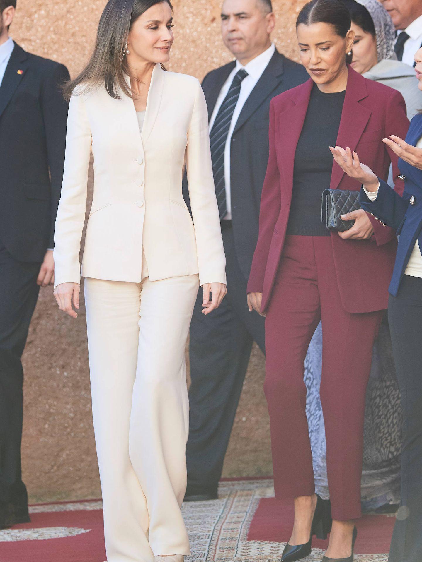 Letizia en Marruecos con el traje de Armani. (Limited)