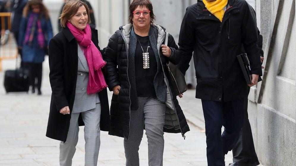 Foto: Carme Forcadell, Dolors Bassa y Raül Romeva, antes de entrar en prisión el pasado 23 de marzo. (EFE)