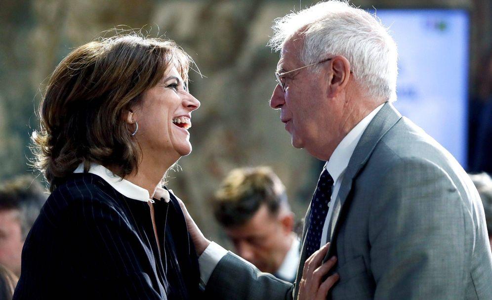 Foto: El ministro de Asuntos Exteriores, Josep Borrell y la titular de Justicia, Dolores Delgado, durante un acto sobre cooperación antiterrorista. (EFE)
