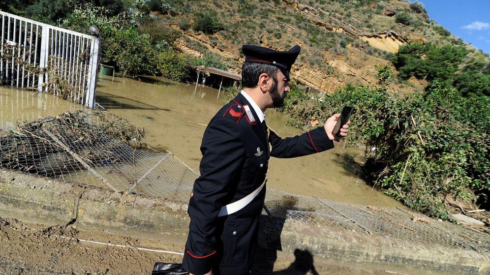 Foto: Los carabinieri se desplazaron al lugar de los hechos pero no pudieron hacer nada por el menor (Reuters/Guglielmo Mangiapane)