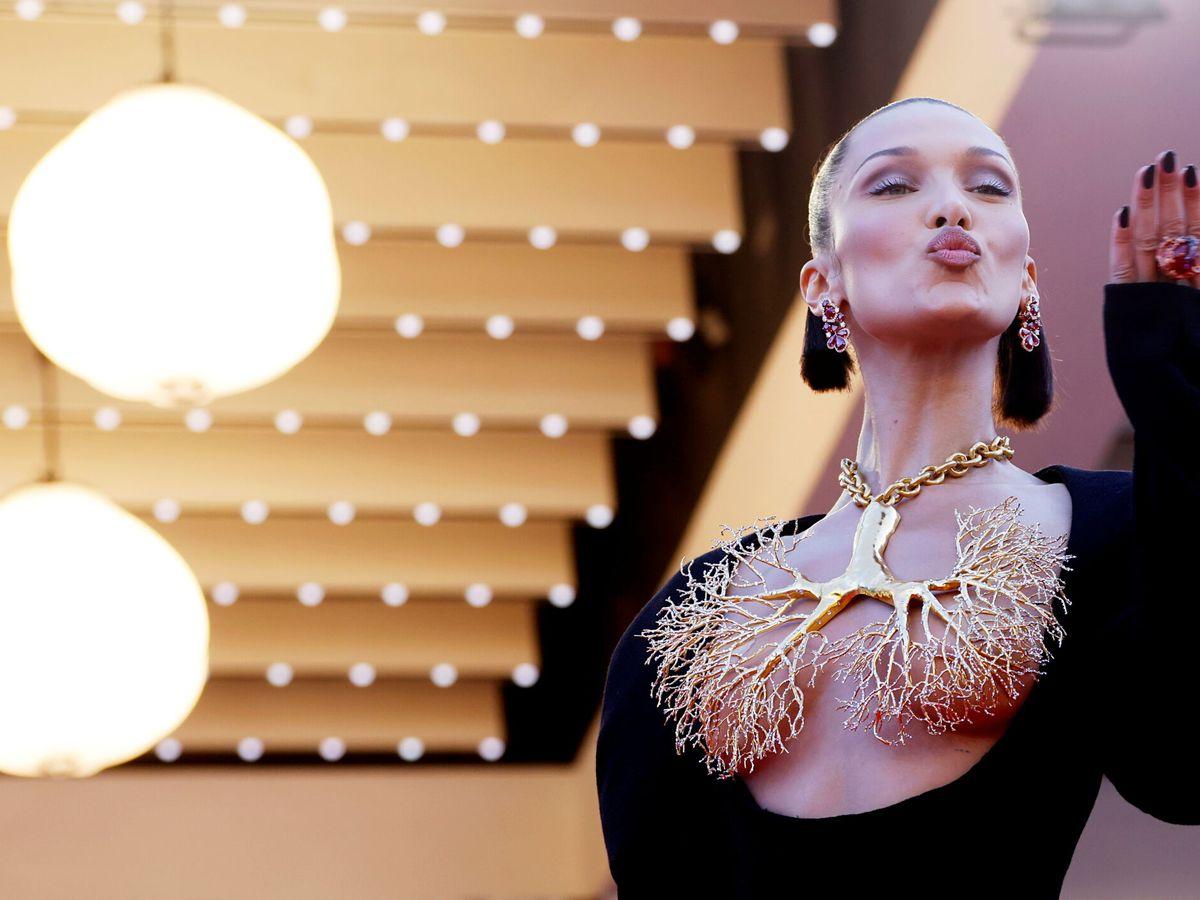Foto: Bella Hadid, vestida de Schiaparelli en Cannes. (Reuters)