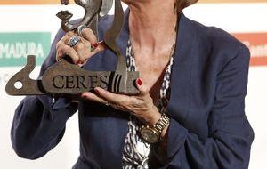 Concha Velasco se sube de nuevo al teatro para recoger un premio