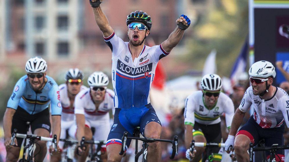 Foto: Peter Sagan celebra la victoria al llegar a meta (EFE)