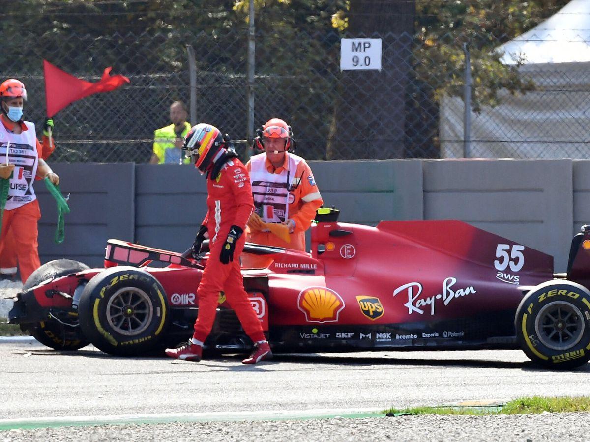 Foto: Sainz abandona su monoplaza. (Reuters)