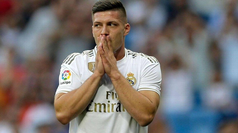 Jovic, durante uno de los pocos partidos que ha disputado con el Real Madrid. (EFE)