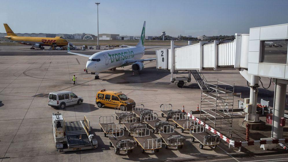 Foto: El detenido utilizaba el aeropuerto de San Pablo en Sevilla para sus envíos de droga a Holanda (EFE/José Manuel Vidal)