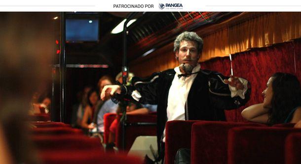 Foto: Autobús teatralizado con Cervantes como protagonista