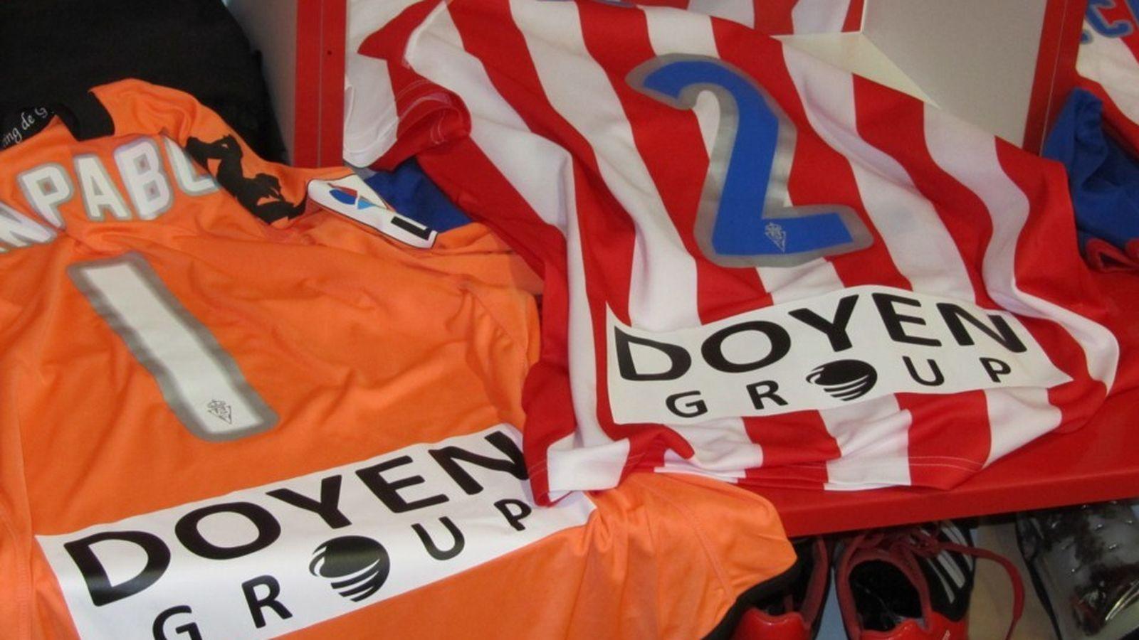 Foto: Camisetas del Sporting con el patrocinio de Doyen Group. (El Confidencial)