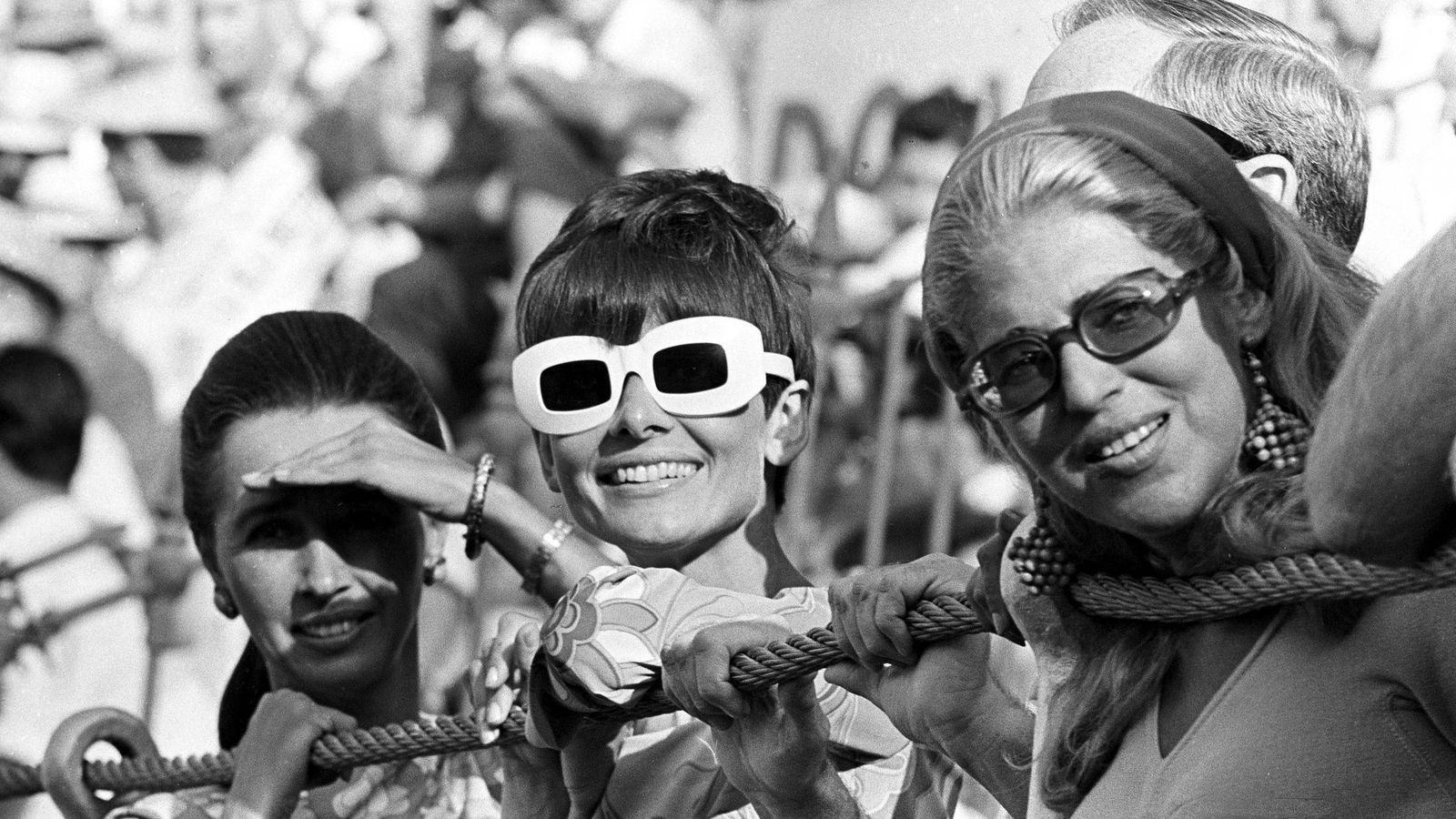 Foto: La actriz Audrey Hepburn, junto a Aline Griffith, condesa de Romanones.