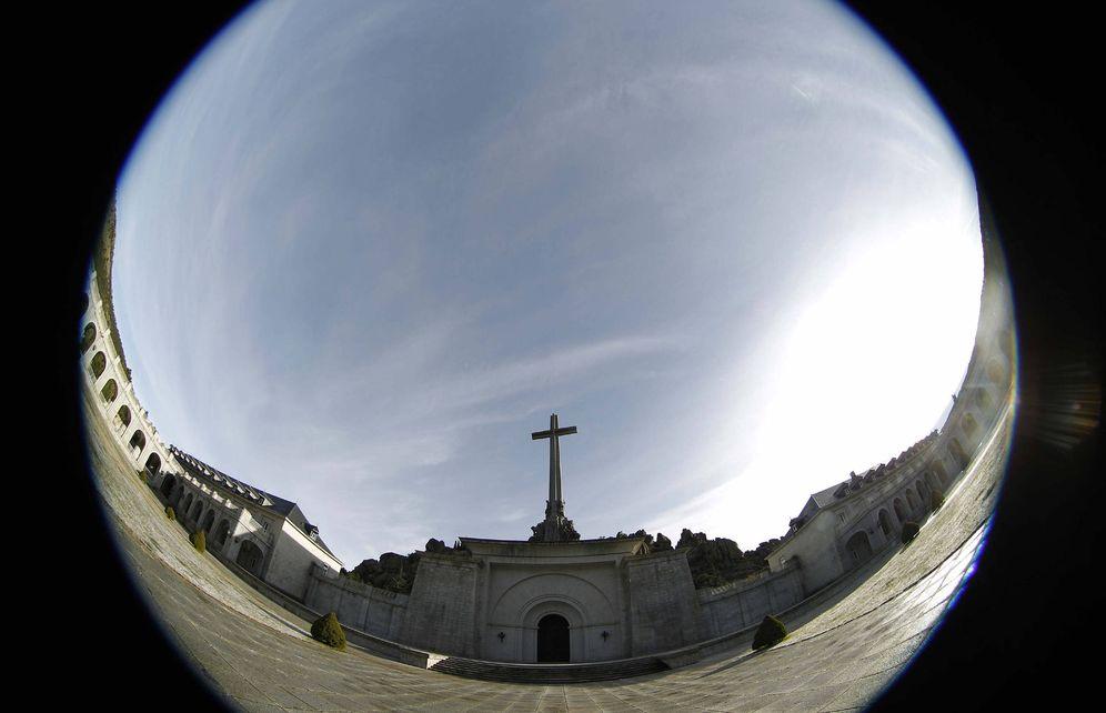 Foto: Vista general del Valle de los Caídos, donde reposan los restos de Francisco Franco y José Antonio Primo de Rivera, en diciembre de 2011. (EFE)