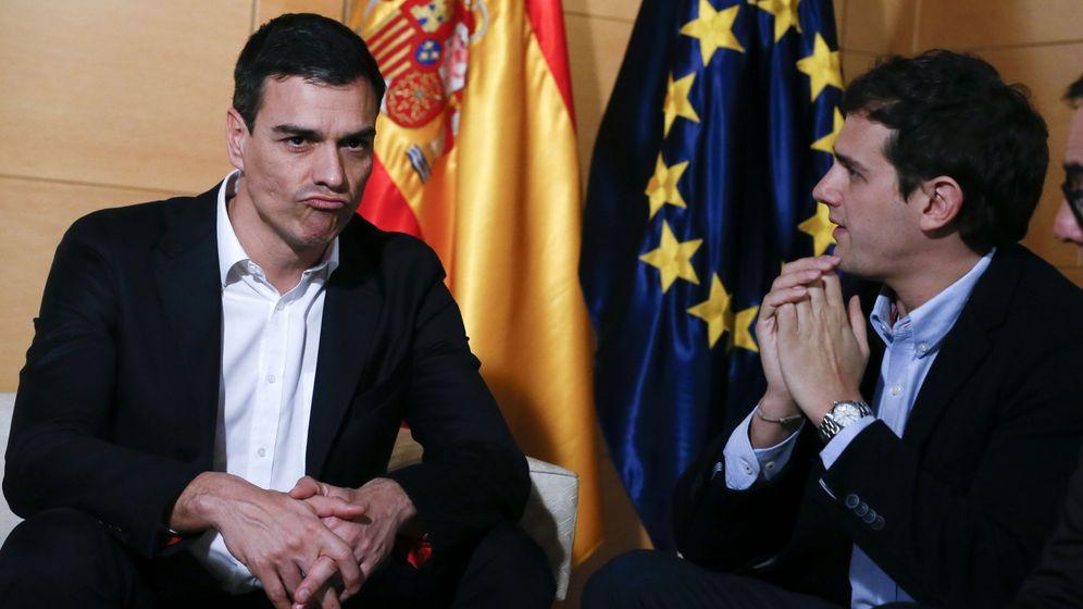 Foto: Pedro Sánchez y Albert Rivera se reunieron este martes antes del encuentro entre el socialista y Pablo Iglesias. (EFE)