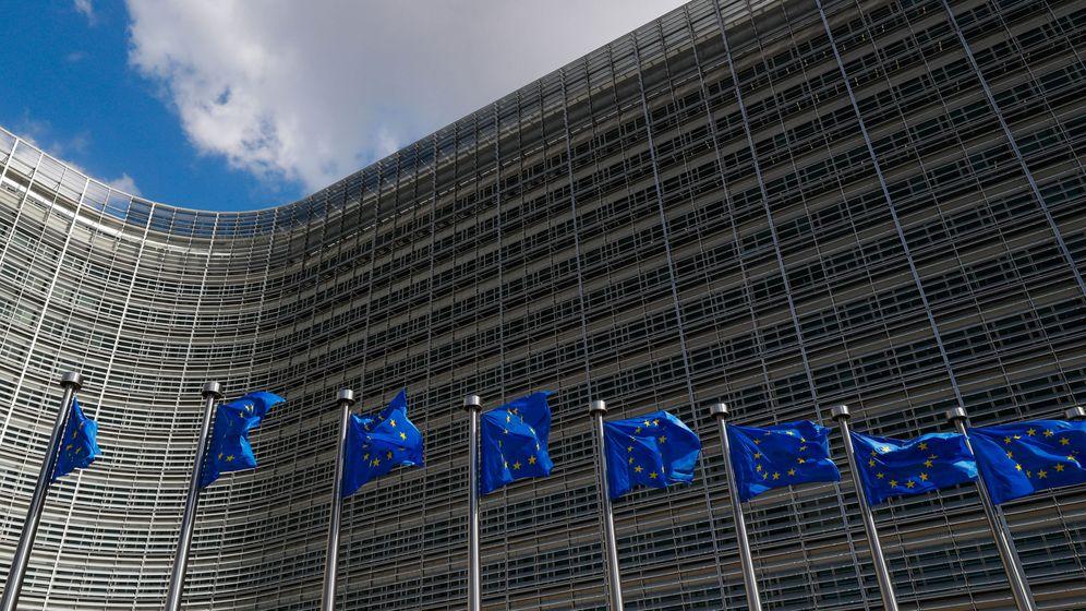 Foto: Las banderas de la Unión Europea a las afueras de la Comisión Europea. (Reuters)