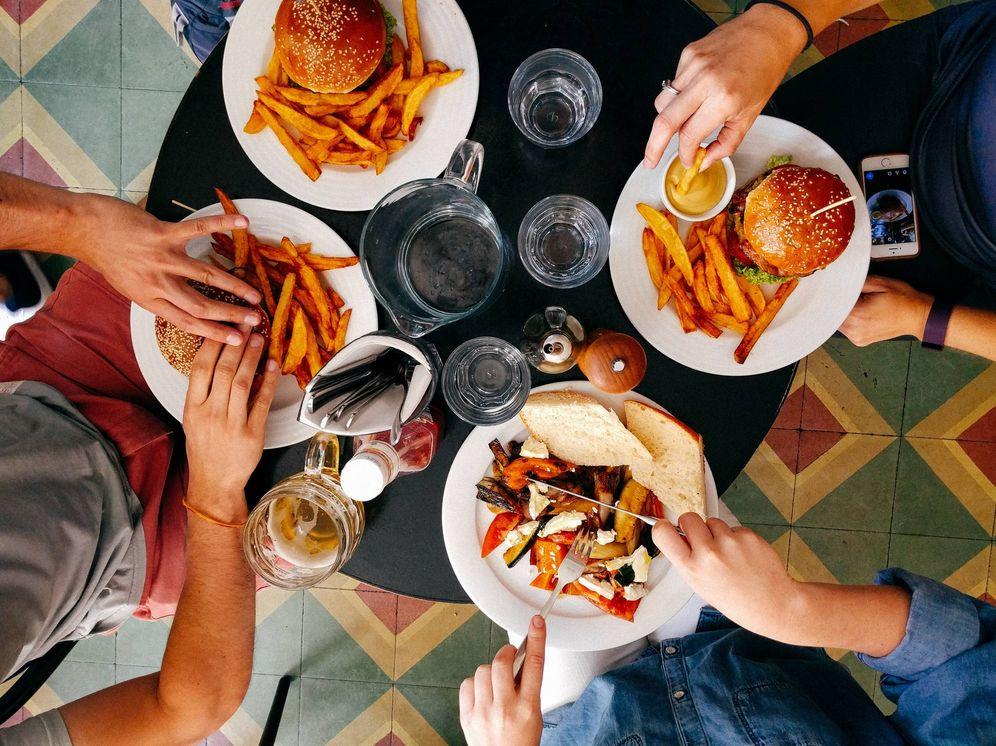 Foto: Pero no son los que menos salen a comer. (Unsplash)