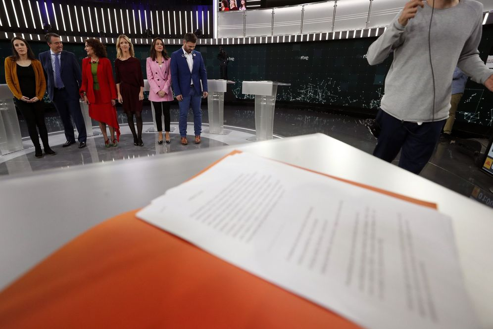 Foto: Irene Montero, Aitor Esteban, María Jesús Montero, Cayetana Álvarez de Toledo, Inés Arrimadas y Gabriel Rufián, este 16 de abril en RTVE. (EFE)