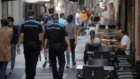Multan a un hombre por llevar una mascarilla con dos agujeros en Galicia